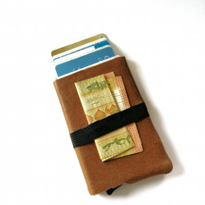 Wallet - Camel - The slide up wallet
